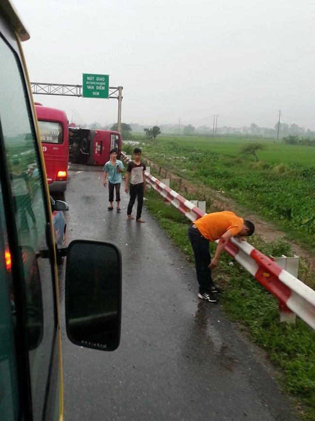 Hà Nội: Xe khách lật trên cao tốc Pháp Vân - Cầu Giẽ, 11 người thương vong