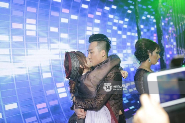 Clip: Tan tiệc cưới, Trấn Thành và Hari vừa hôn nhau vừa quẩy cùng khách mời - Ảnh 8.