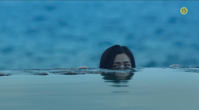 Blue Sea: Jeon Ji Hyun vừa lên cạn đã đảo lộn cuộc đời Lee Min Ho - Ảnh 2.