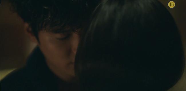 Blue Sea: Jeon Ji Hyun vừa lên cạn đã đảo lộn cuộc đời Lee Min Ho - Ảnh 18.