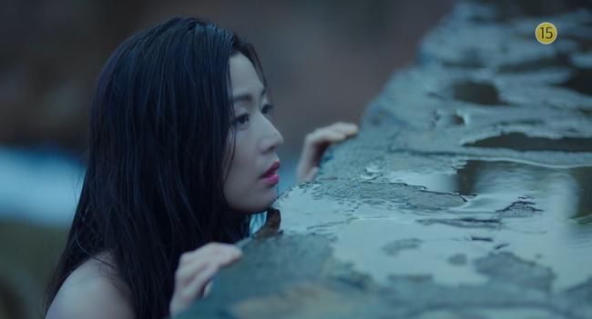 Blue Sea: Jeon Ji Hyun vừa lên cạn đã đảo lộn cuộc đời Lee Min Ho - Ảnh 3.