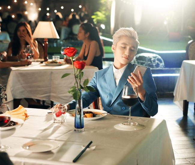 Selfie đẹp tự nhiên - Bí kíp tỏa sáng khi gặp Suni Hạ Linh của Sơn Tùng M-TP - Ảnh 5.