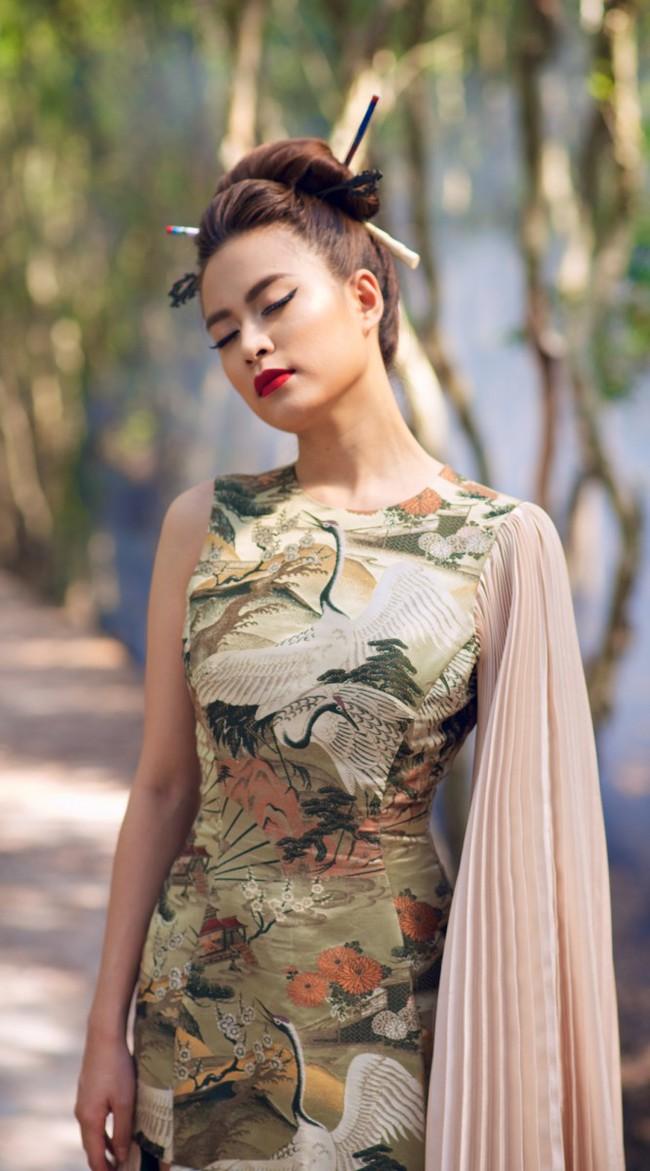 Hoàng Thùy Linh biến hóa huyền ảo trong MV Bánh trôi nước - Ảnh 10.