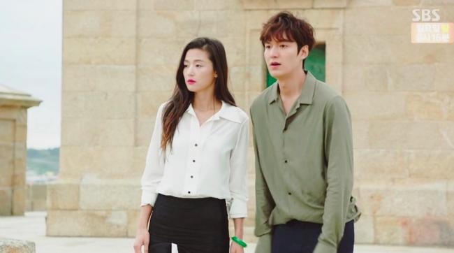 Đồ hiệu ngập mặt, Huyền thoại biển xanh lại là một show thời trang nữa của Jeon Ji Hyun - Ảnh 11.