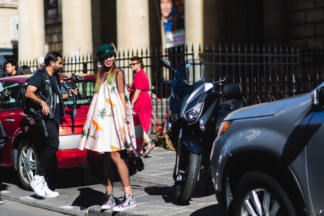 Ngưỡng mộ với cô gái Việt siêu chất, nổi bật ở tuần lễ thời trang Paris - Ảnh 1.