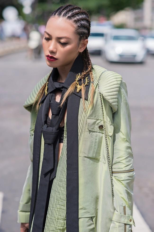 Ngưỡng mộ với cô gái Việt siêu chất, nổi bật ở tuần lễ thời trang Paris - Ảnh 11.