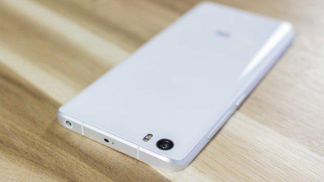 Siêu phẩm smartphone được báo Mỹ ca ngợi tốt như iPhone, giá chỉ 7 triệu lần đầu bán chính hãng tại Việt Nam - Ảnh 2.