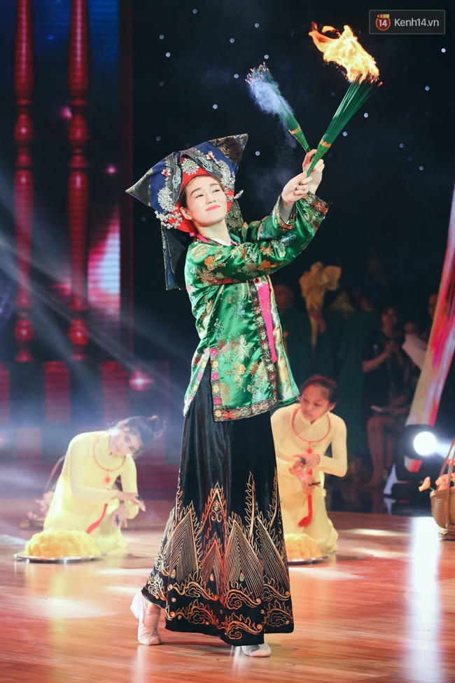 Ngoc Trinh sexy only then, balancing both staging Star Dance Universe!  - Photo 22.