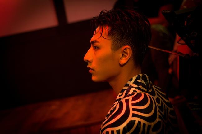Isaac đẹp trai ná thở trong MV mới thay đổi sang hình tượng bad boy - Ảnh 6.