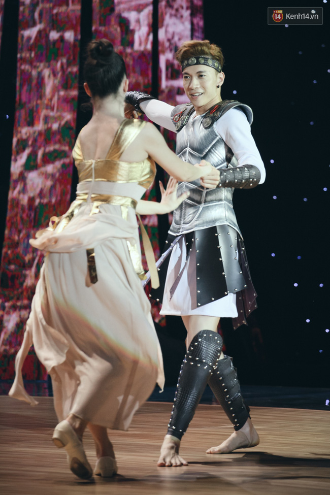Ngoc Trinh sexy only then, balancing both staging Star Dance Universe!  - Photo 20.
