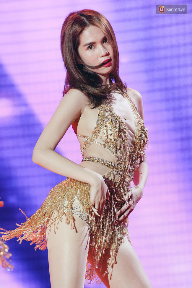 Ngoc Trinh sexy only then, balancing both staging Star Dance Universe!  - Photo 7.