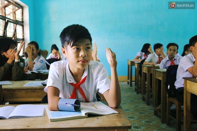 Cậu học trò nghèo gắn ống nhựa vào đôi tay cụt để vẽ ước mơ đời mình - Ảnh 7.