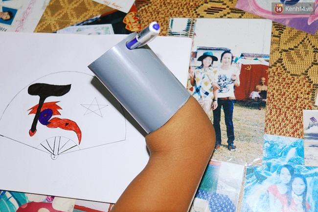 Cậu học trò nghèo gắn ống nhựa vào đôi tay cụt để vẽ ước mơ đời mình - Ảnh 4.