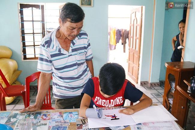 Cậu học trò nghèo gắn ống nhựa vào đôi tay cụt để vẽ ước mơ đời mình - Ảnh 3.