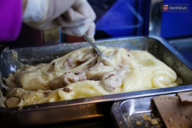 Xe bánh mì gà quen thuộc của người nghèo Sài Gòn: Chỉ 5.000 đồng/ổ, lúc nào cũng đắt khách - Ảnh 7.