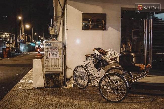 Giấc ngủ đêm của người lao động nghèo ở Sài Gòn chỉ có giá... vài nghìn đồng! - Ảnh 5.