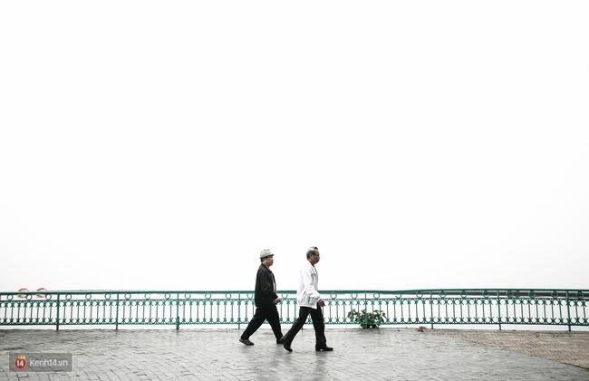 Chùm ảnh: Hà Nội ngày mù sương - Ảnh 4.
