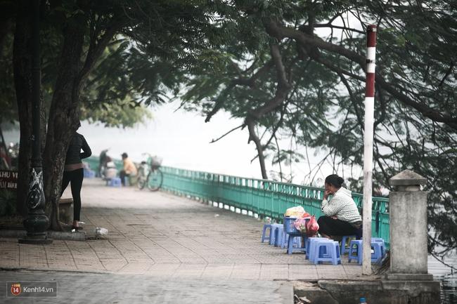 Chùm ảnh: Hà Nội ngày mù sương - Ảnh 2.