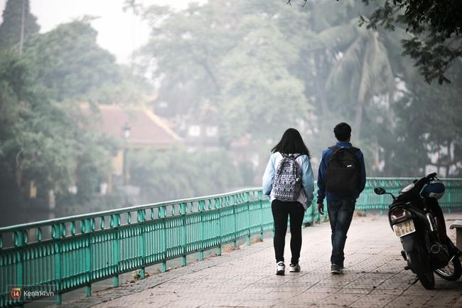 Chùm ảnh: Hà Nội ngày mù sương - Ảnh 6.