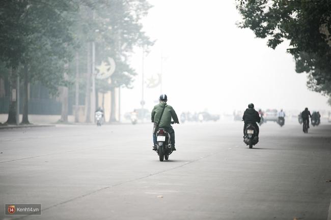 Chùm ảnh: Hà Nội ngày mù sương - Ảnh 1.