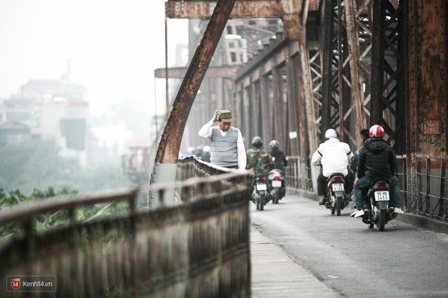 Chùm ảnh: Hà Nội ngày mù sương - Ảnh 11.