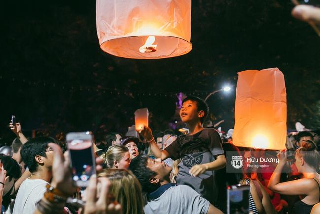 Có bạn nào đang ở Chiang Mai và vừa được ngắm hai lễ hội đèn trời tuyệt đẹp ở đây không? - Ảnh 17.