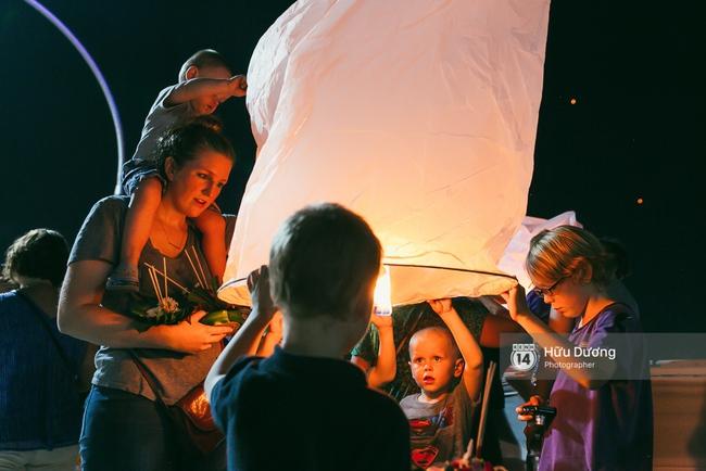 Có bạn nào đang ở Chiang Mai và vừa được ngắm hai lễ hội đèn trời tuyệt đẹp ở đây không? - Ảnh 15.