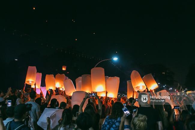 Có bạn nào đang ở Chiang Mai và vừa được ngắm hai lễ hội đèn trời tuyệt đẹp ở đây không? - Ảnh 4.