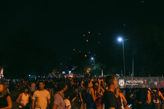 Có bạn nào đang ở Chiang Mai và vừa được ngắm hai lễ hội đèn trời tuyệt đẹp ở đây không? - Ảnh 2.