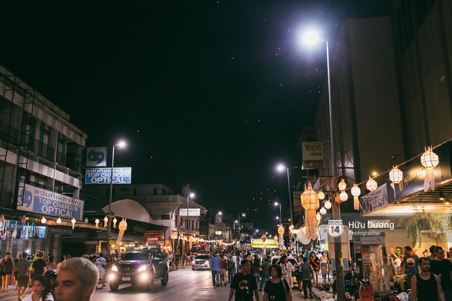 Có bạn nào đang ở Chiang Mai và vừa được ngắm hai lễ hội đèn trời tuyệt đẹp ở đây không? - Ảnh 7.