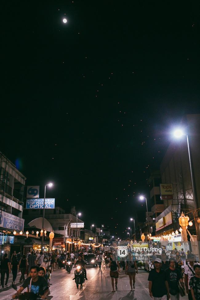 Có bạn nào đang ở Chiang Mai và vừa được ngắm hai lễ hội đèn trời tuyệt đẹp ở đây không? - Ảnh 8.
