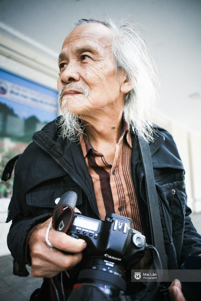 Nhân vật đặc biệt nhất Vietnam International Fashion Week: 82 tuổi vẫn chụp street style nhiệt tình - Ảnh 5.