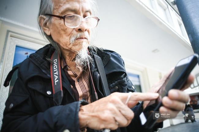 Nhân vật đặc biệt nhất Vietnam International Fashion Week: 82 tuổi vẫn chụp street style nhiệt tình - Ảnh 10.