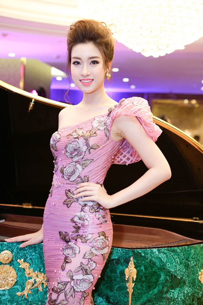Hoa hậu Đỗ Mỹ Linh ngày càng quyến rũ, vợ chồng Đăng Khôi hạnh phúc dự sự kiện - Ảnh 2.