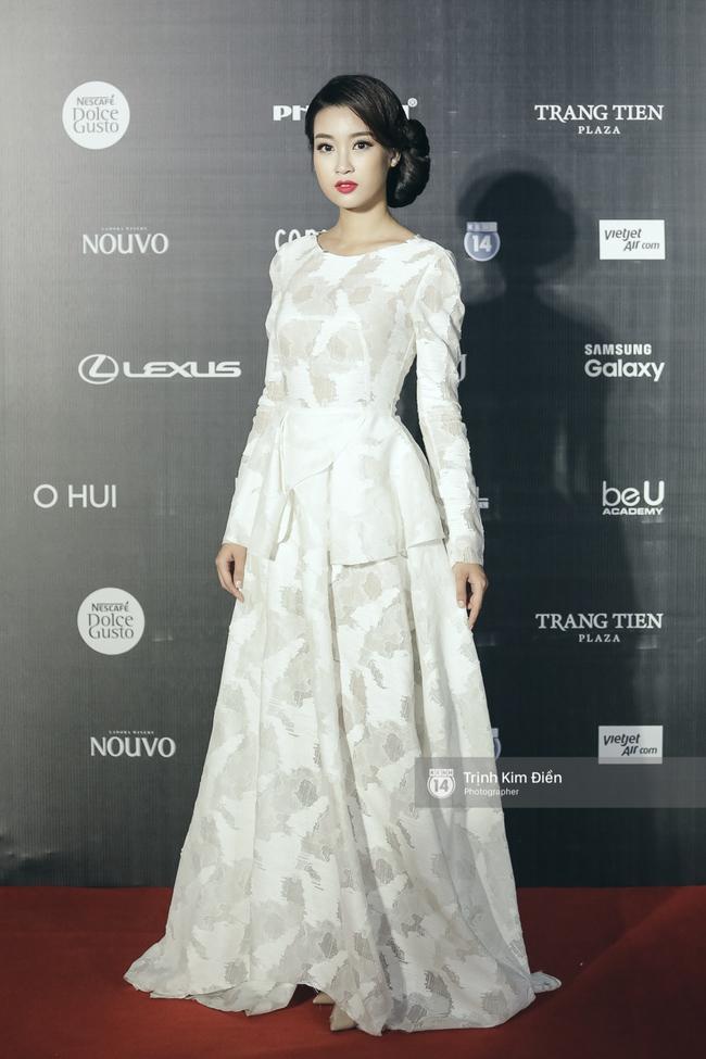 Vietnam International Fashion Week ngày cuối: Midu vẫn giữ style nữ tính trên thảm đỏ cùng dàn Hoa hậu, Á hậu - Ảnh 4.
