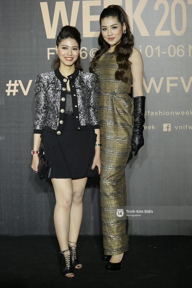 Vietnam International Fashion Week ngày cuối: Midu vẫn giữ style nữ tính trên thảm đỏ cùng dàn Hoa hậu, Á hậu - Ảnh 8.