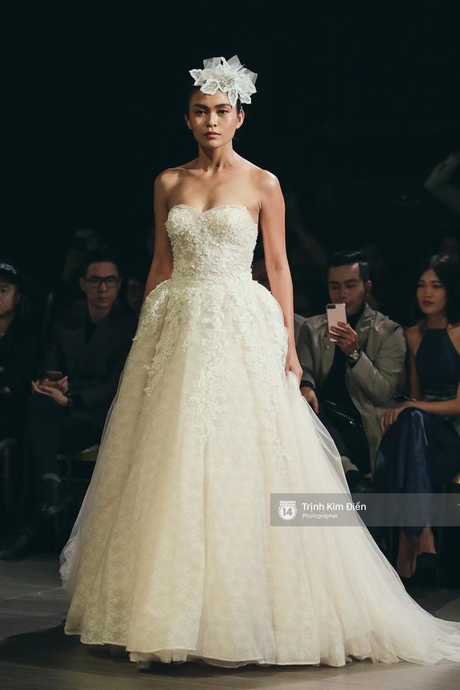 Mai Ngô người không ngấn mỡ, thong dong catwalk trong đầm cưới tinh khôi - Ảnh 5.