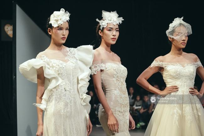 Mai Ngô người không ngấn mỡ, thong dong catwalk trong đầm cưới tinh khôi - Ảnh 10.