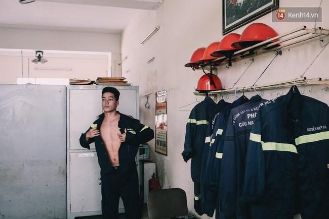 Anh chàng 20 tuổi điển trai và quyết định khác lạ: Bỏ đại học để theo đuổi nghiệp lính cứu hộ - Ảnh 9.