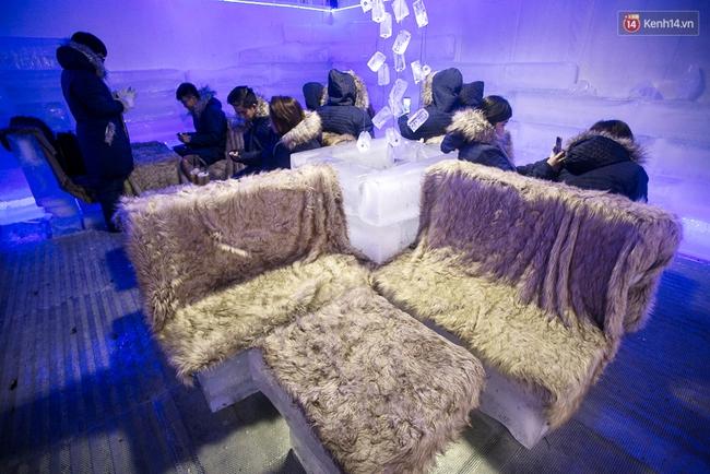 Bàn ghế làm từ băng, không gian âm 10 độ C, đây chắc chắn là quán cà phê độc nhất Sài Gòn - Ảnh 11.