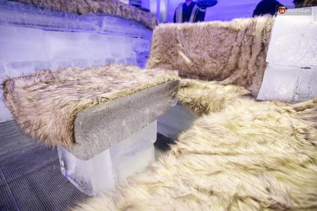 Bàn ghế làm từ băng, không gian âm 10 độ C, đây chắc chắn là quán cà phê độc nhất Sài Gòn - Ảnh 9.