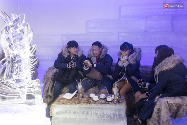 Bàn ghế làm từ băng, không gian âm 10 độ C, đây chắc chắn là quán cà phê độc nhất Sài Gòn - Ảnh 5.