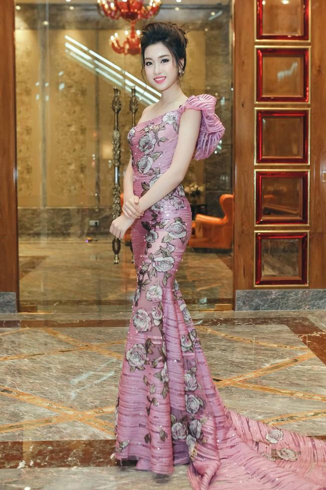Hoa hậu Đỗ Mỹ Linh ngày càng quyến rũ, vợ chồng Đăng Khôi hạnh phúc dự sự kiện - Ảnh 1.