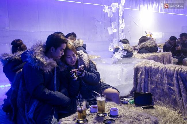 Bàn ghế làm từ băng, không gian âm 10 độ C, đây chắc chắn là quán cà phê độc nhất Sài Gòn - Ảnh 16.