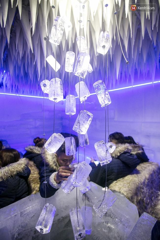 Bàn ghế làm từ băng, không gian âm 10 độ C, đây chắc chắn là quán cà phê độc nhất Sài Gòn - Ảnh 15.