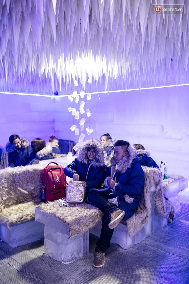 Bàn ghế làm từ băng, không gian âm 10 độ C, đây chắc chắn là quán cà phê độc nhất Sài Gòn - Ảnh 6.