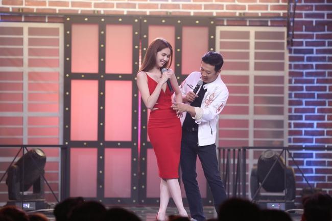 Ngọc Trinh sexy làm host bên Trấn Thành trong show truyền hình mới - Ảnh 8.