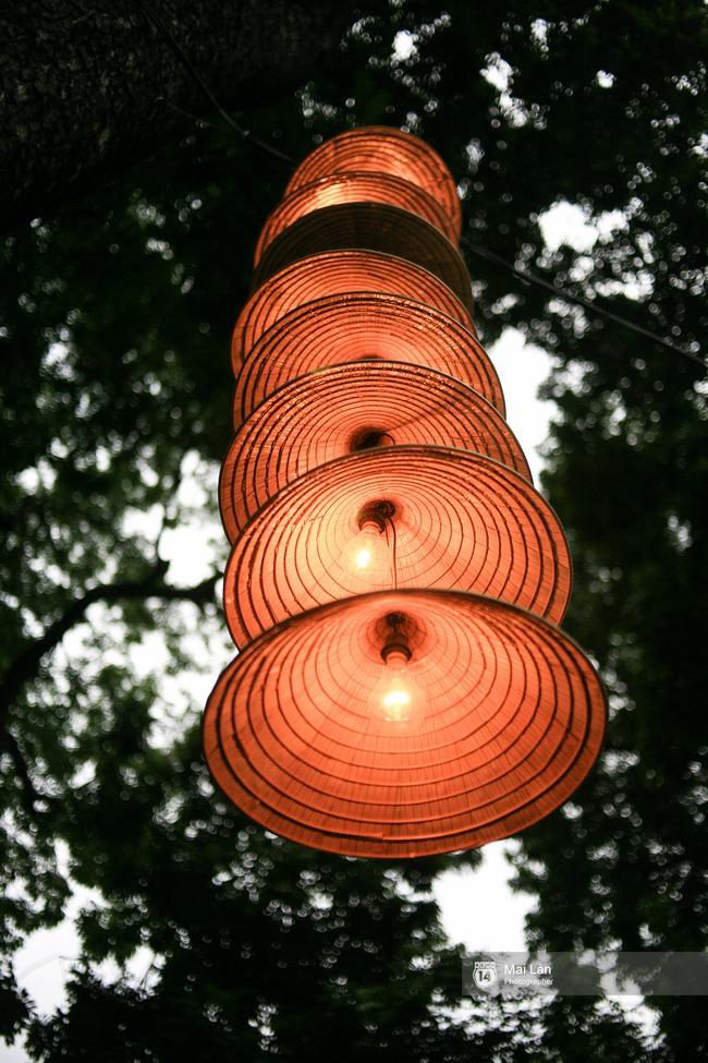 Hà Nội đẹp lung linh với hàng ngàn chiếc nón lá thắp sáng trong Festival Áo dài 2016 - Ảnh 13.