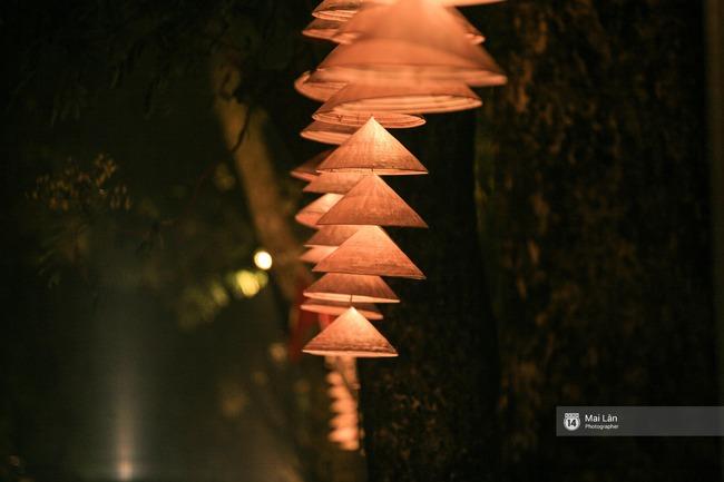 Hà Nội đẹp lung linh với hàng ngàn chiếc nón lá thắp sáng trong Festival Áo dài 2016 - Ảnh 12.