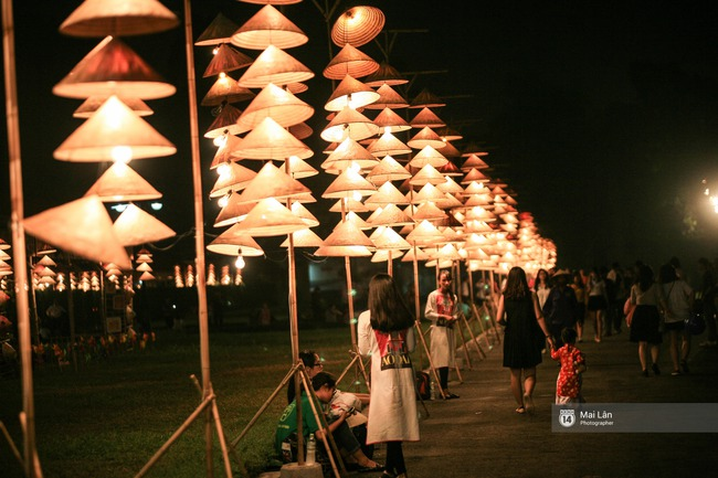 Hà Nội đẹp lung linh với hàng ngàn chiếc nón lá thắp sáng trong Festival Áo dài 2016 - Ảnh 9.